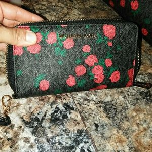 Michael kors rose wallet